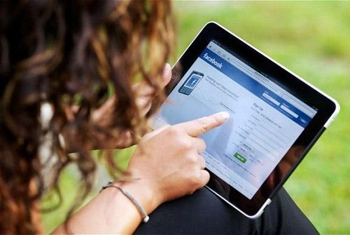 Kết hợp quảng cáo trên ti vi với mạng xã hội sẽ giúp tần suất thương hiệu tiếp cận khán giả tăng lên 2 lần. Nguồn: DNSG