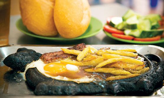 EAT-IMG_7418-Street-Snacker-Hanoi-BO-Bit-Tet-Hoe-Nhai-APR15-JV